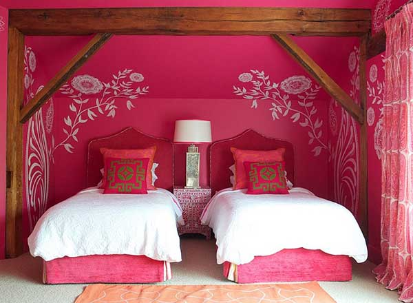 Beautiful-pink-bedroom-with-engaging-Moroccan-accents