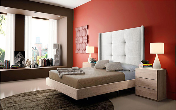 Un dormitorio cálido pintado de rojo