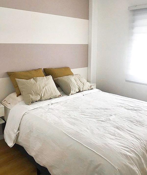 Un dormitorio cálido pintado a rayas
