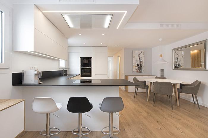 Espectacular reforma de un antiguo piso en uno de diseño nórdico
