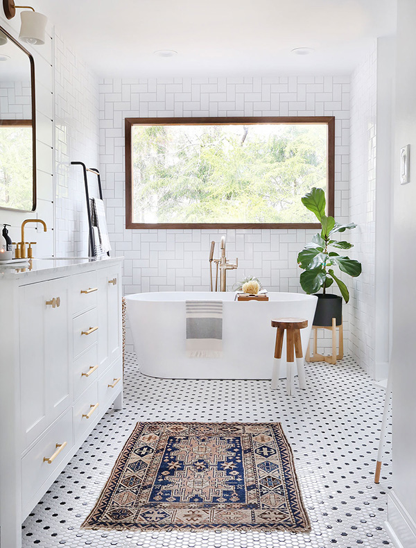 Un baño blanco moderno