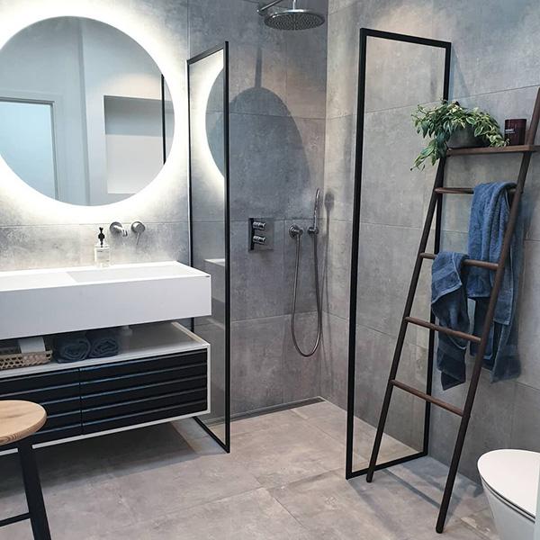 Un baño de diseño moderno en gris y negro
