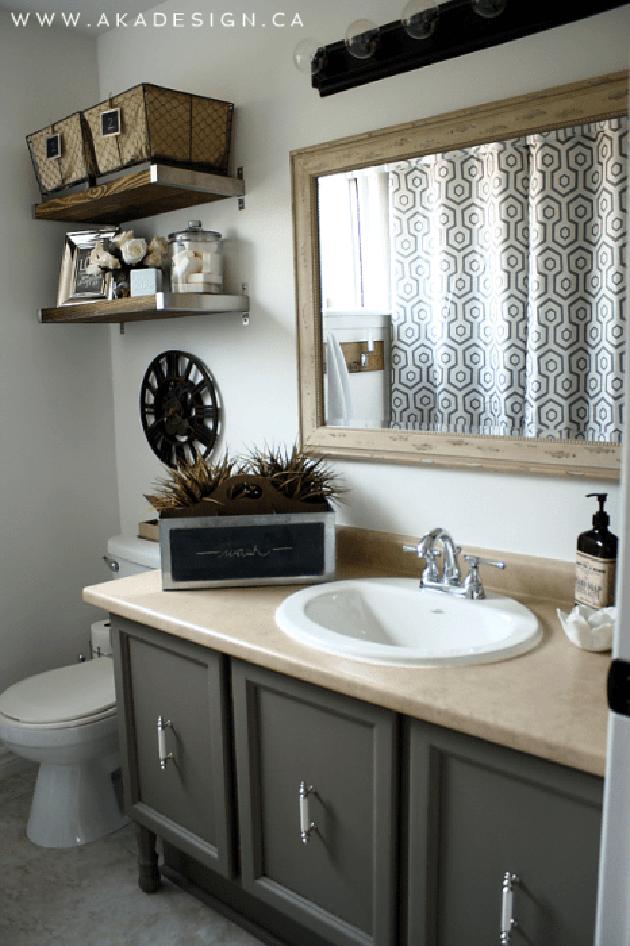 A small vintage bathroom