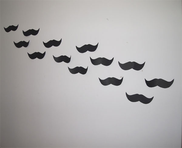 bigotes_cartulina_decorar_pared