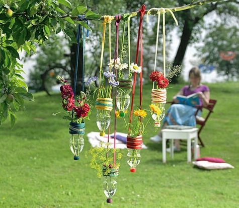 5 hermosas ideas para decorar el jard n con botellas for Jardin 5 soles