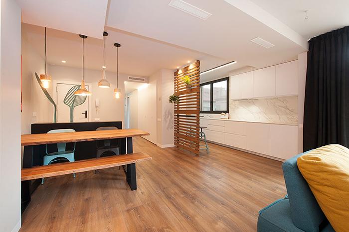 Una cocina moderna abierta e integrada en el salón