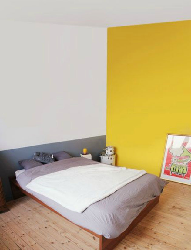 Un dormitorio que combina color amarillo con color gris