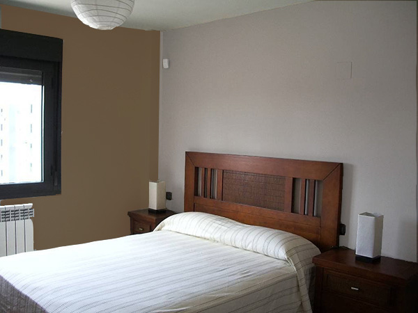 Un dormitorio que combina gris piedra y marrón. Colores que combinan con el color piedra.