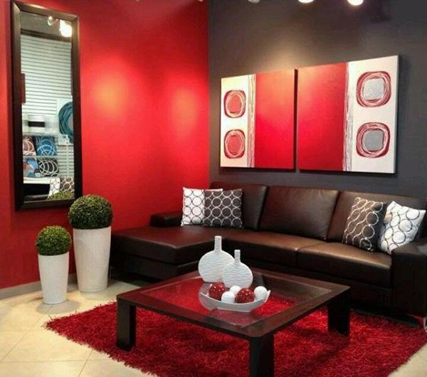 Un salón que combina color negro en paredes con rojo