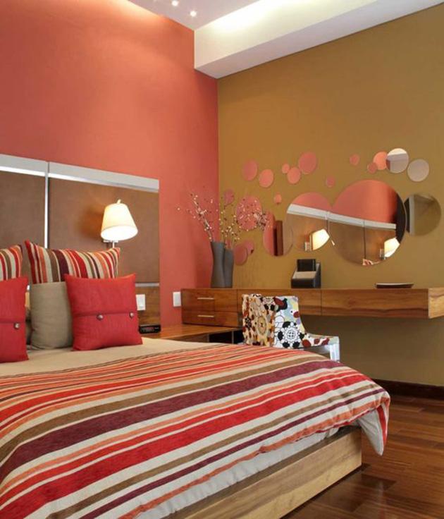 Un dormitorio que combina color rojo y color café