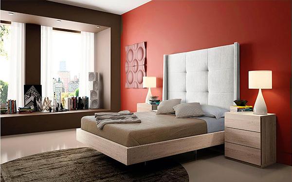 Un dormitorio pintado de rojo