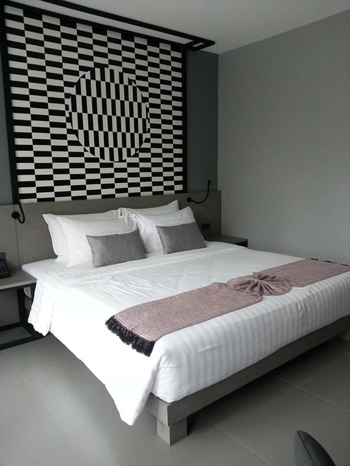 Habitación pintada de gris antracita combinado con gris medio