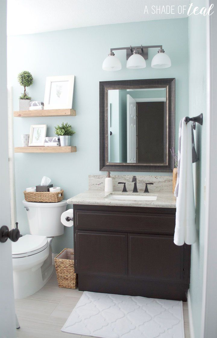 Colors for small bathrooms: A bathroom painted blue