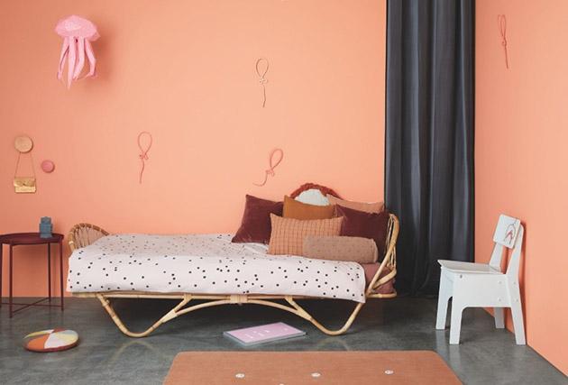Una habitación infantil pintada de color rosa
