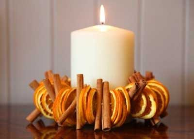 como-decorar-navidad-centro-mesa-velas-tonos-naranjas