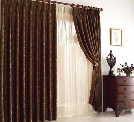 Diferentes tipos de cortinas para combatir el fr o del for Como poner cortinas