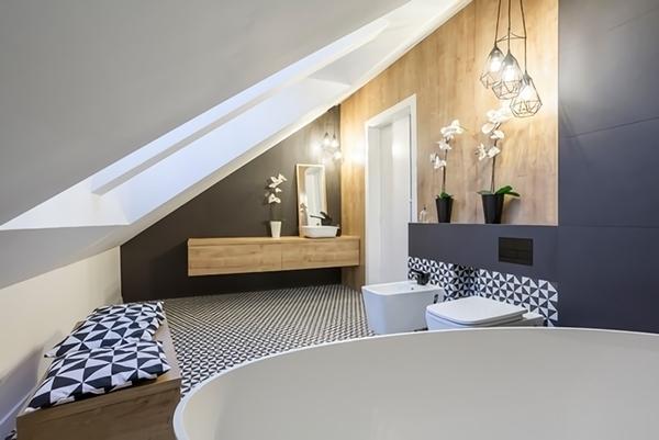 Un baño minimalista en azulejo, pintura y madera