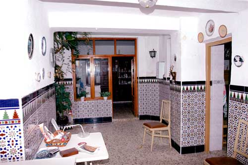 Estilo de decoraci n andaluz mil ideas de decoraci n for Azulejos para patios interiores