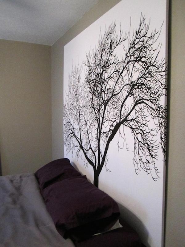 Una cortina de baño como cabecero para decora la casa sin dinero
