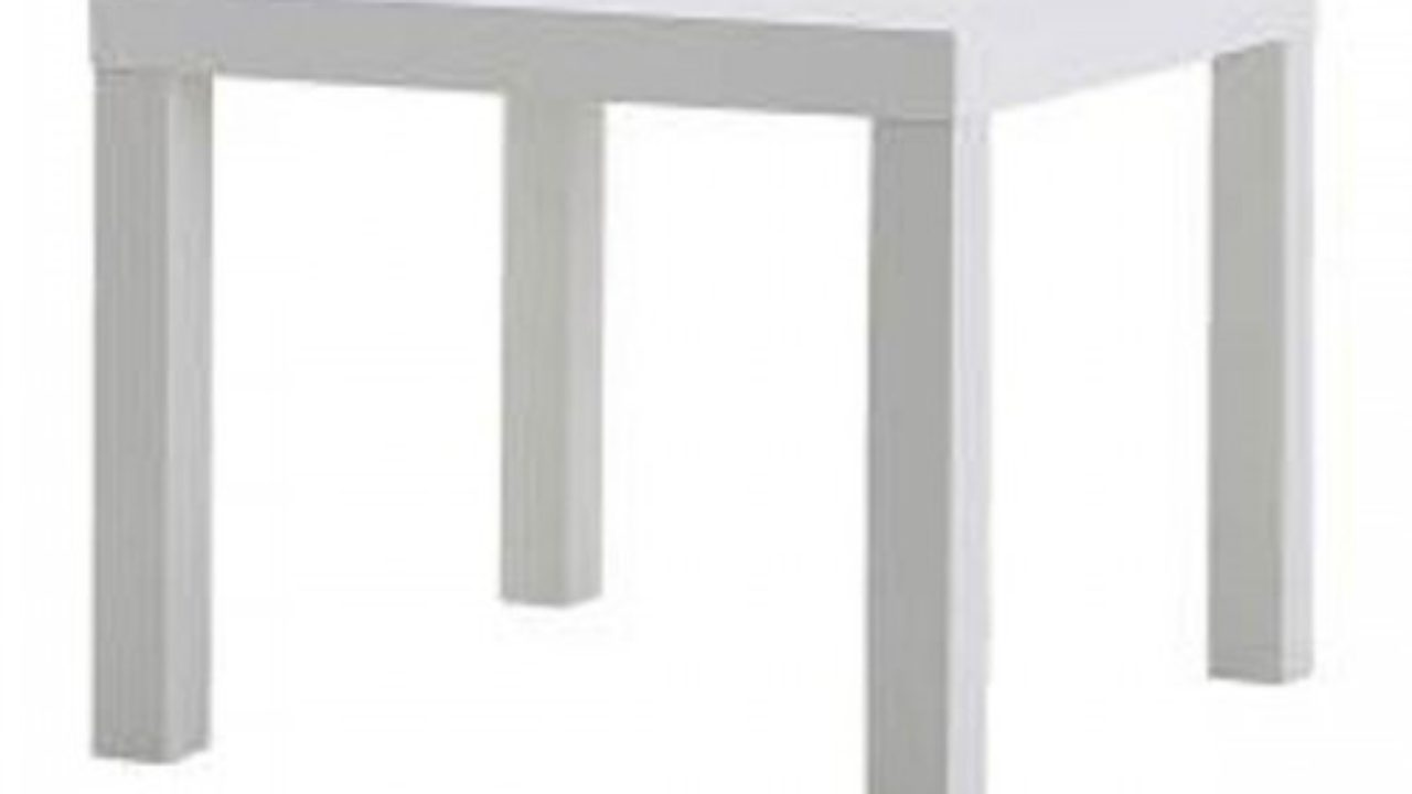 Idea para decorar la mesa lack de Ikea con cinta adhesiva.