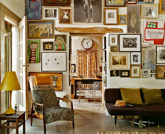 6 ideas para decorar las paredes de casa con collages y for Diseno de paredes con cuadros