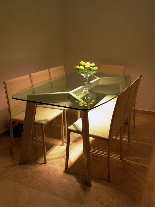35 fotos e ideas para decorar la mesa del comedor mil for Mesas ovaladas de cristal