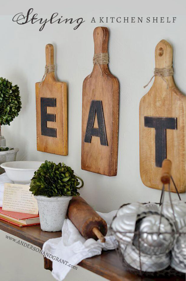Ideas para decorar la pared de la cocina. Utilizar tablas de corte