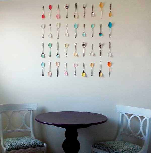 Decora las paredes con cucharas antiguas for Ideas para decorar paredes de jardin