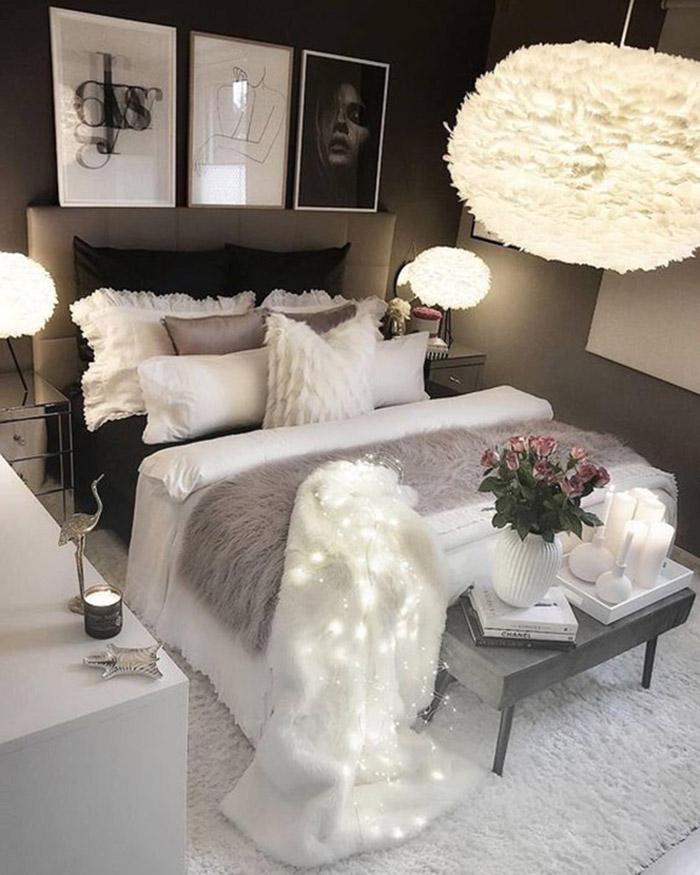 Un banco para decorar el pie de cama