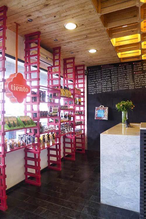 Original idea para decorar un techo utilizar cajas de - Caja fruta decoracion ...