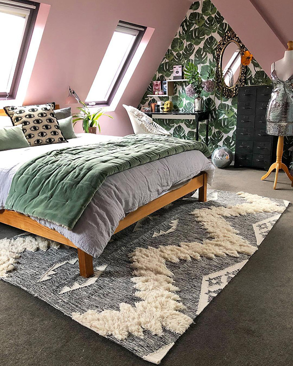 Attic bedroom with painted walls of the same color as the ceiling