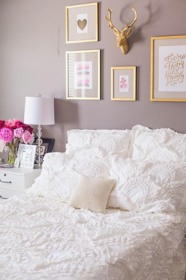 Un dormitorio en color lavanda