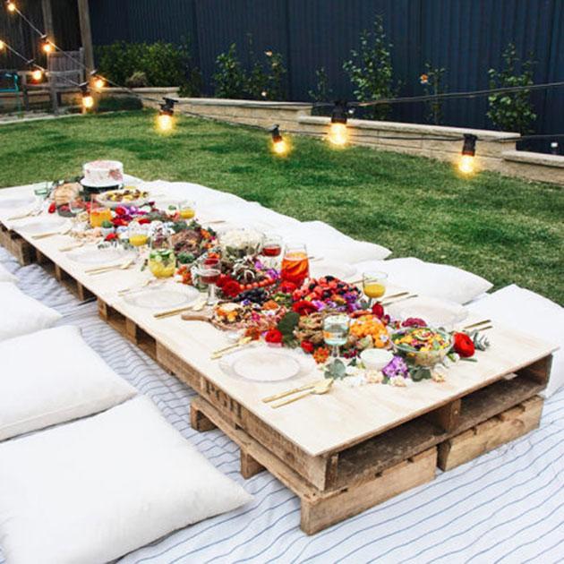 Fiesta de verano en el jardín y piscina