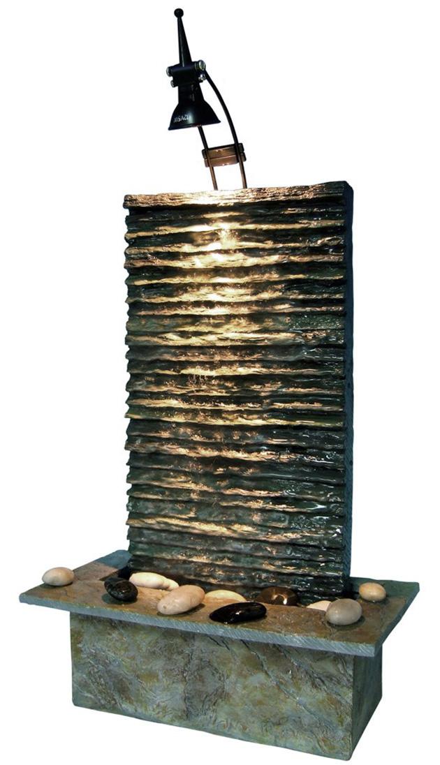 Una fuente tipo Zen imitación a piedra con luces LED y cascada de agua