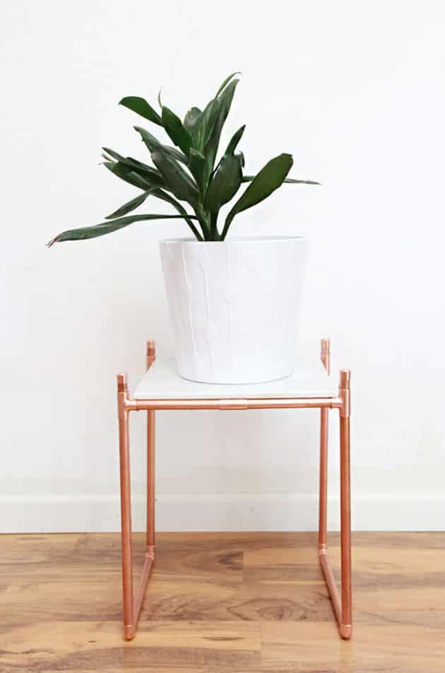 Mesa de centro hecha con tuberias de cobre