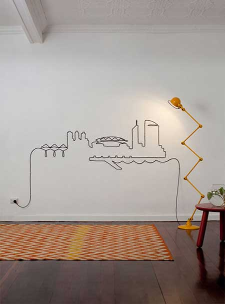 Una pared decorad con cables