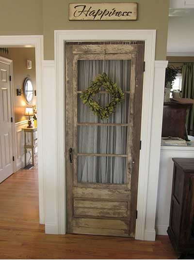 ideas_reciclar_decorar_puerta_antigua_2