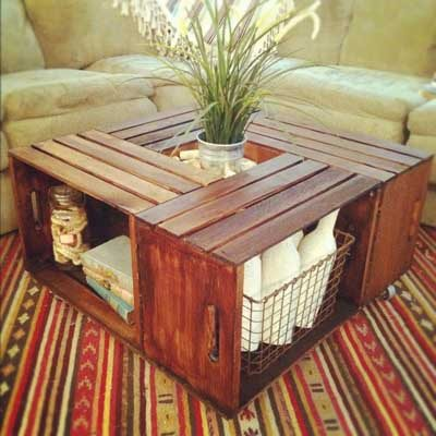 Mesa de centro hecha con cajas de madera recicladas