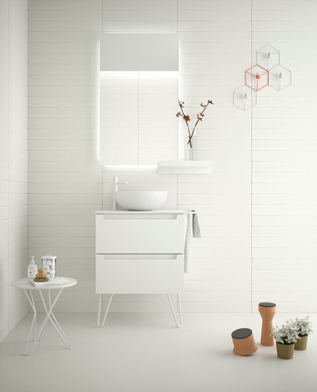 Monterrey cabinet in White Cotton finish, with white legs and countertop washbasin