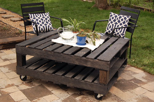 10 ideas para hacer una mesa con palets de madera for Muebles jardin madera palet