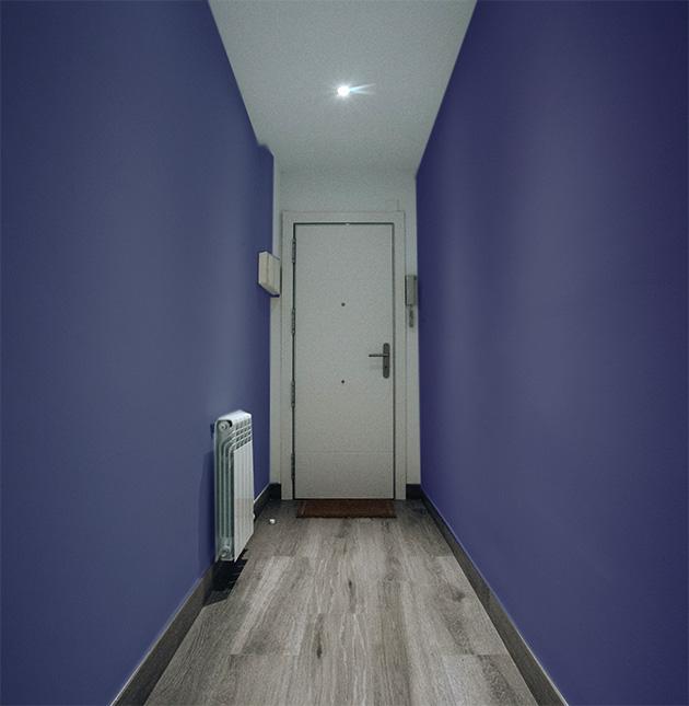 Paredes azules puertas blancas