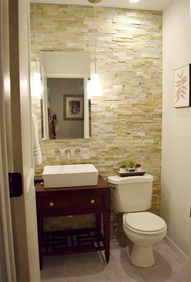 Paredes de piedra decorativa y natural en el baño