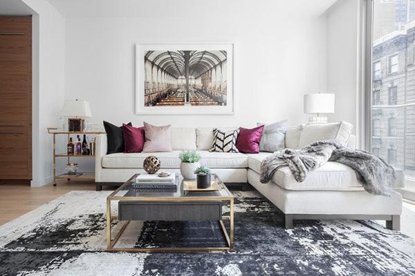 Sala de estar o salita pintada y decorada en blanco