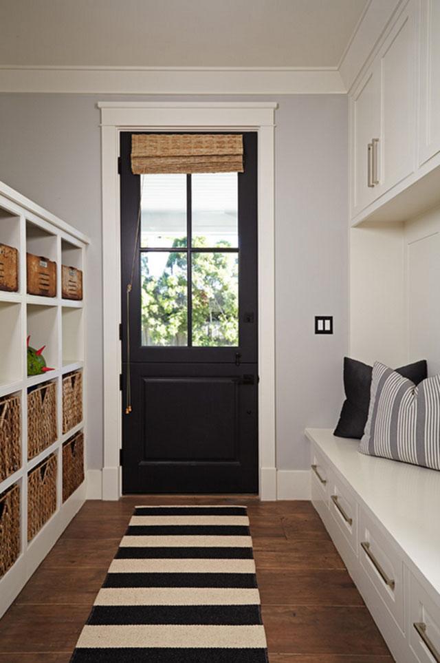 Puertas interiores pintadas en negro
