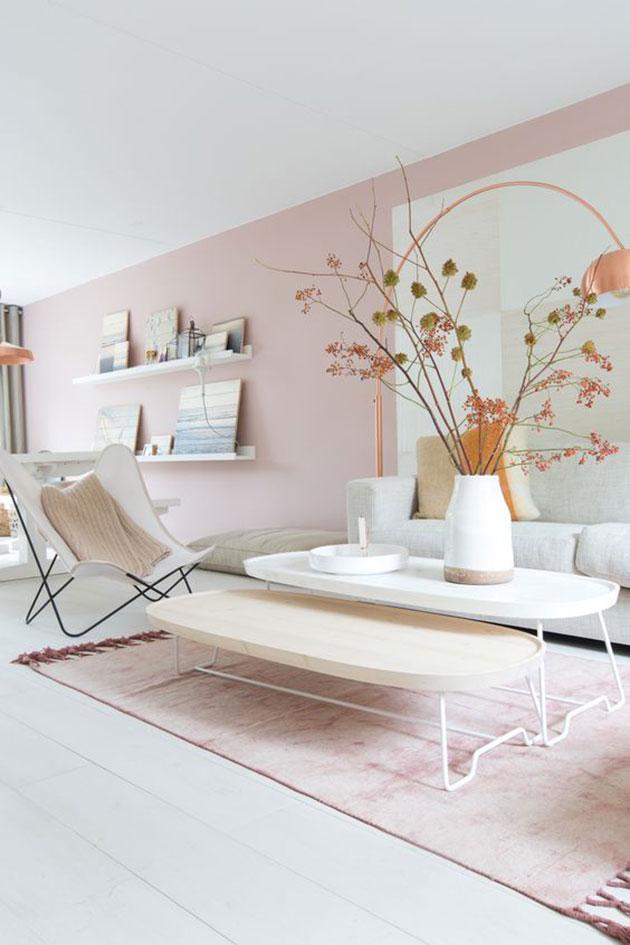 Salón decorado en tonos pastel