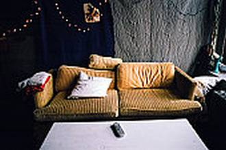 Renovar un sof 5 ideas sencillas y baratas de mantener - Que cuesta tapizar un sofa ...